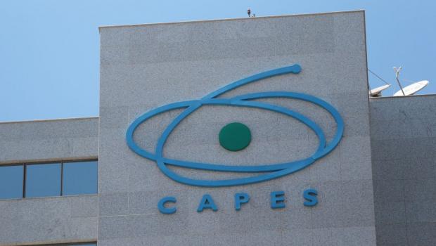 Associações de cientistas repudiam suspensão de avaliação de cursos pela Capes