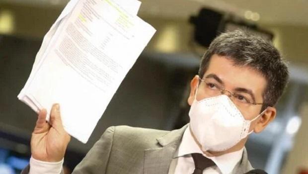 Randolfe diz que Aras sinalizou que 'tomará providências' e foi 'firme' ao receber relatório da CPI da Covid