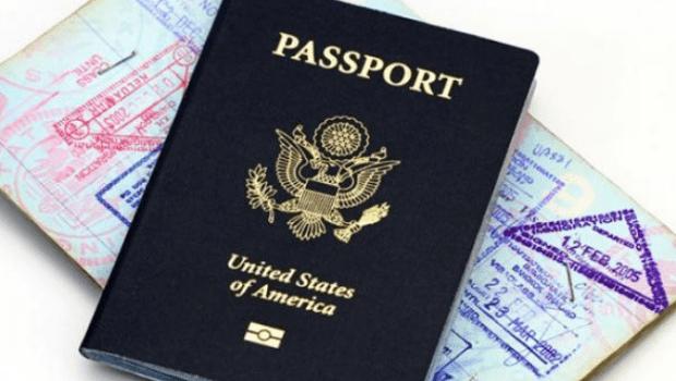Primeiro passaporte com marcação de gênero neutro é emitido pelos EUA