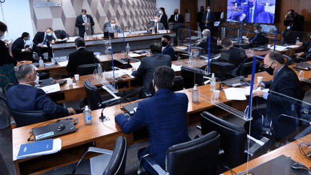 Senadores desejam que STF investigue fala de Bolsonaro que associa vacina à Aids