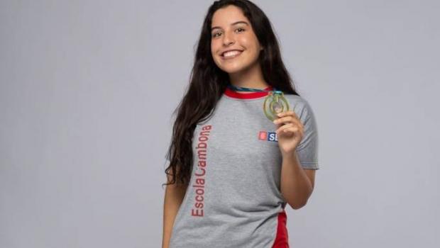 Brasileira está entre os dez melhores estudantes do mundo; conheça