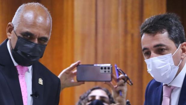 Rogério Cruz propõe programa de renegociação de dívidas durante prestação de contas na Câmara Municipal