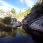 Mirar el río hecho de tiempo y agua