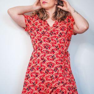 Vestido rojo cruzado estampado tropical josephine looks 5