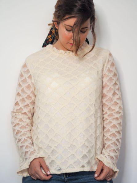 camisa color hueso con brocado Josephine Looks