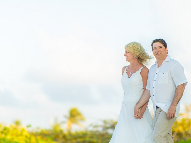 BC8A5988 640x480 c - Cayman Islands Vow Renewal