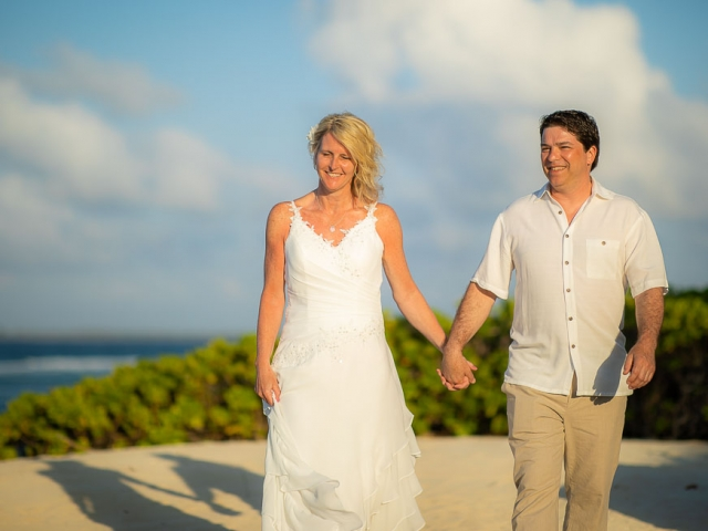 BC8A5992 640x480 c - Cayman Islands Vow Renewal