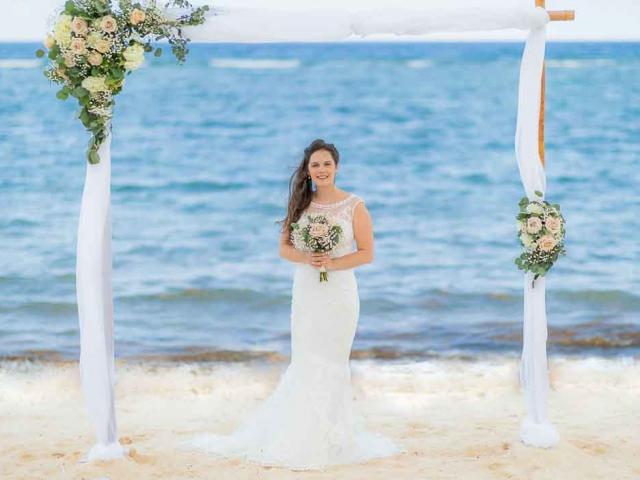 BC8A7090 Edit 640x480 c - Cayman Islands Wedding