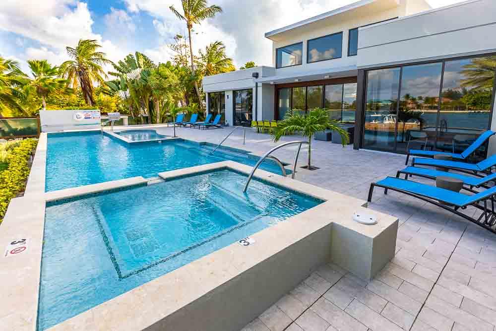 BC8A9485 - White Dahlia Real Estate