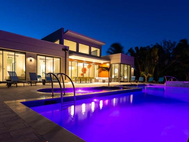 BC8A9726 640x480 c - White Dahlia Real Estate