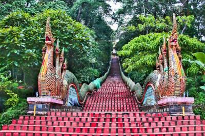 Chiang Mai-Doi Suthep Nagas.