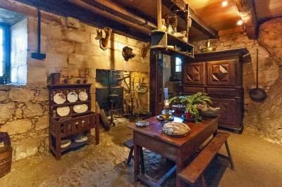 Maison Forte de Reignac - Kitchen.
