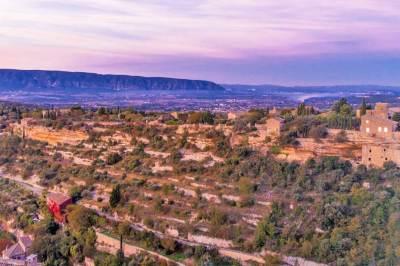 Lubéron dawn, seen from the village of Gordes.