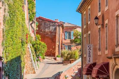 The brilliant facades of Roussillon reflect the proximity of the village to the largest ochre deposit in Europe.