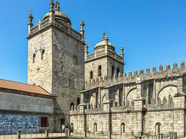 The 12th century Se do Porto cathedral retains its  Romanesque towers.