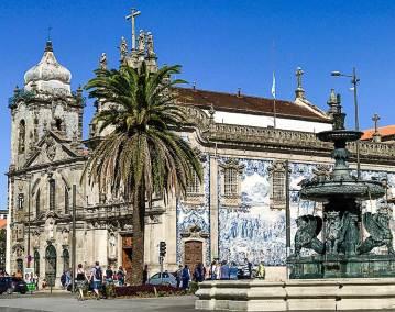 The Igreja do Carmo (Church of the Carmes) has a spectacular azulero-covered exterior wall.