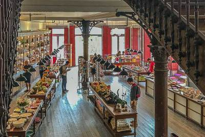 The first floor of the Fernandes Mattos general store.