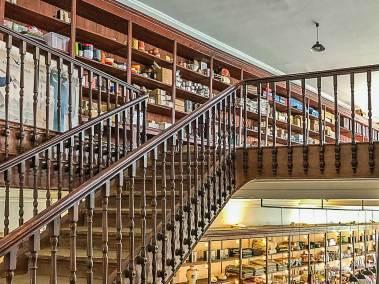An elegant staircase leads to a Vida Portuguesa.