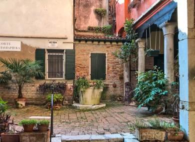 A private courtyard of the Dorsoduro.