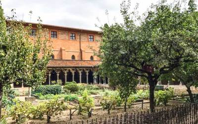 The cloister of the Couvent des Jacobins is a haven of tranquility in the heart of the city.
