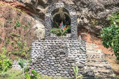 Marquesas-Hapatoni shrine.