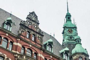 Hamburg-Rathaus tower.