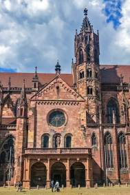 The southern facade of the Freiburg Minster.