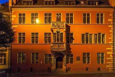 Freiburg by night - Haus zum Walfisch .