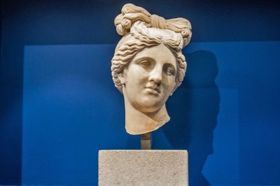 Head of Diana - White marble.