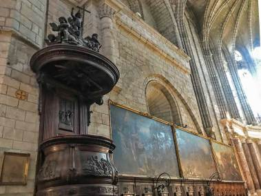 The pulpit and artwork from the Saint Nazaire Cathedral show their Gothic influence.