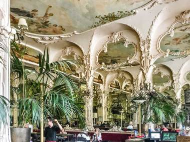 In the center of Moulins, the Grand Café brasserie (Circa 1898) is a spectacular exemple of the Art Nouveau architecture.