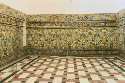 Elaborate tilework at the Alcázar.