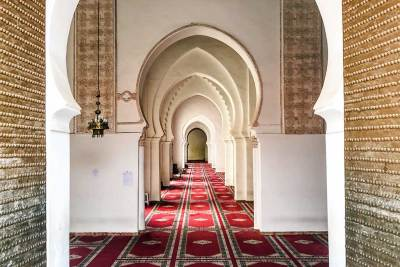 Non-muslims as not allowed to enter mosques, be they can peer through their spectacular  entrance.