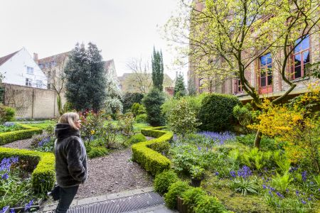 20160430 - 093703 - _MG_0845 - Brugge, dag 2 - Canon7D - +0 stop_+2 stop_-2 stopEnhancer01