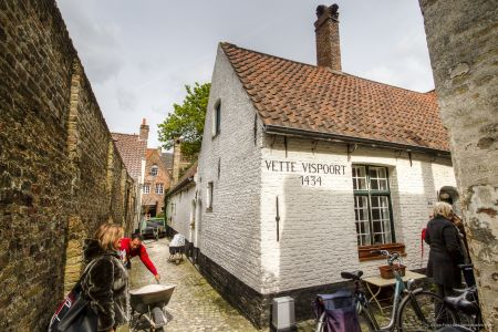 20160430 - 105034 - _MG_0885 - Brugge, dag 2 - Canon7D - +0 stop_+2 stop_-2 stopEnhancer01