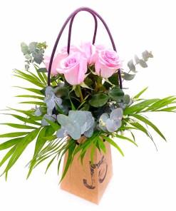 Ramo de 6 rosas de color rosa en jarrón ecologico