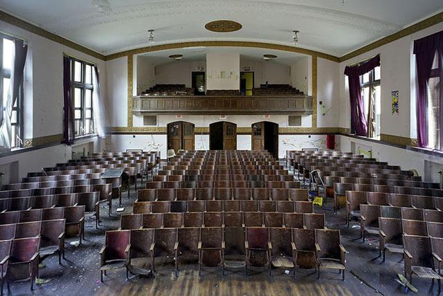 Escuela elemental Jane Cooper, abandonada pero intacta.