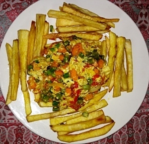 Yam chips served with scrambled egg vegetable sauce