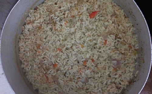 The water has dried up from the rice, it is now time mix in the vegetables
