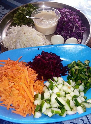 Chopped vegetables and salad dressing