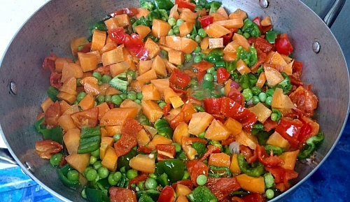 Cooking of vegetables for chicken and curried potato porridge