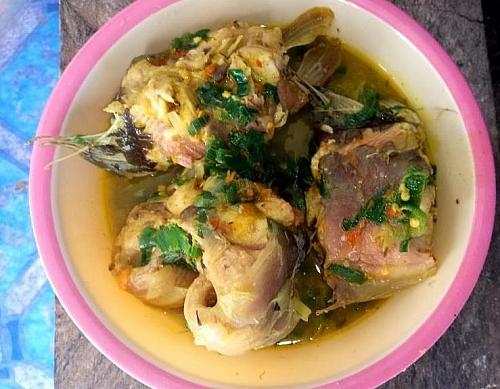 A plate of Nigerian catfish pepper soup