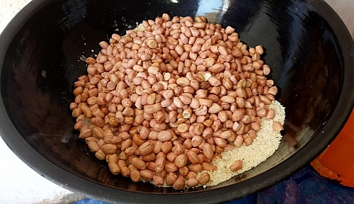 Frying of peanuts/groundnuts with garri on a stovetop