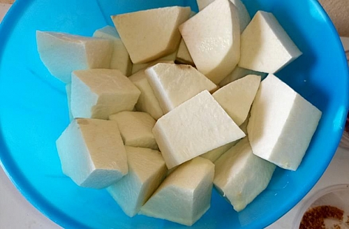 White yam cut into tiny cubes for pepper soup