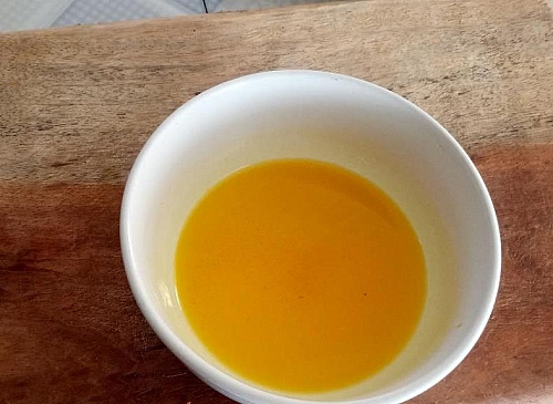 Now, you have your golden carrot oil ready for use
