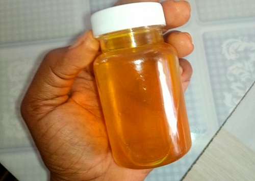 Store carrot oil in a jar with a fitted lid and use whenever needed