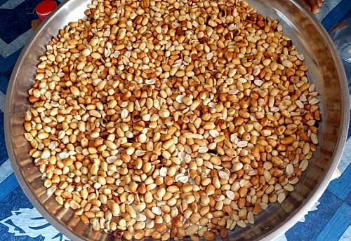 Photo of Recipe On How To Roast Or Fry Groundnuts (Peanuts) with Sand on a Stovetop