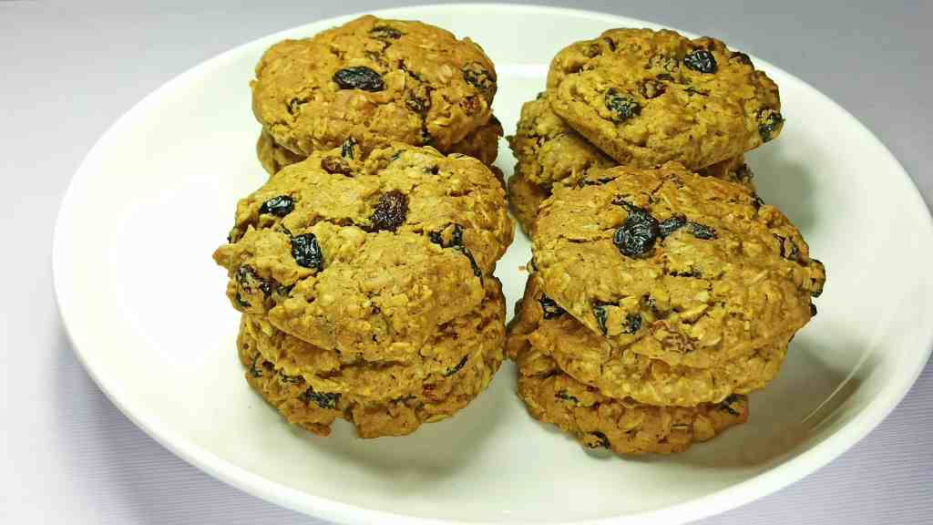 Healthy, Chewy, Soft, and Easy Oatmeal Raisin Cookies