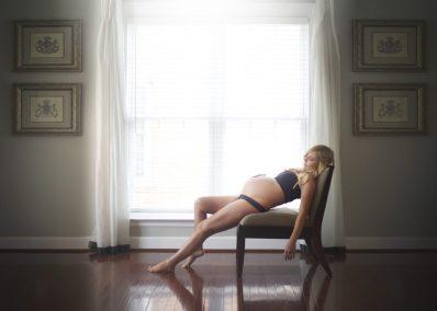 in home pregnant photos