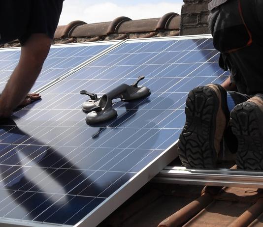 Fonds moet huishoudens over laten stappen op zonnepanelen